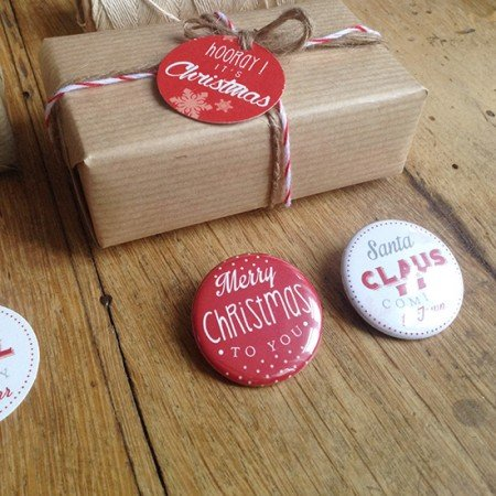 badges-noel-original-cadeau-rouge-blanc