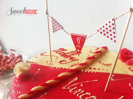 sweet-table-rouge-blanc-cake-topper-petits-fanions
