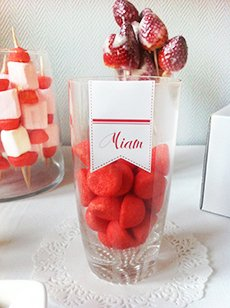 sweet-table-rouge-blanc-fraise-tagada-bonbons-amour