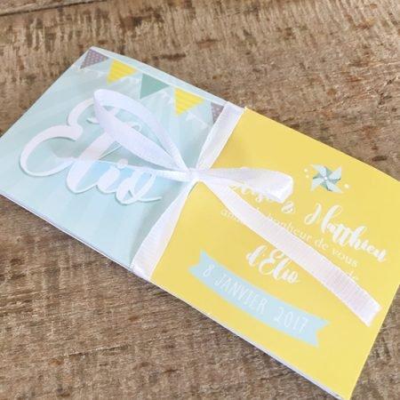 faire-part-naissance-bapteme-cube-magique-pop-up-ouvre-tout-seul-retro-gris-mint-jaune-etoiles-guirlande-fanions